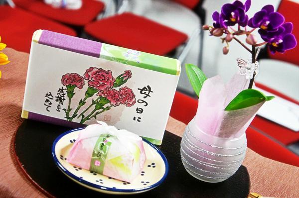 1ちょこんと飾れるミニ胡蝶蘭&吉野のとぅるりん葛餅
