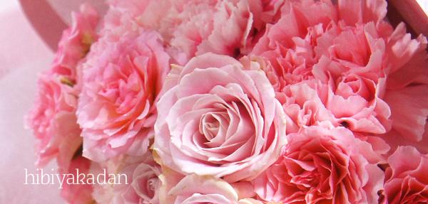 カーネーションの形をした花束「ペタロ・カーネーションペルル」3