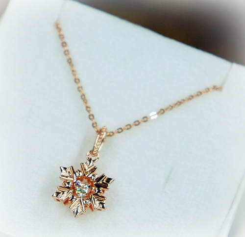 white clover 「FROZEN」 雪の結晶ネックレス