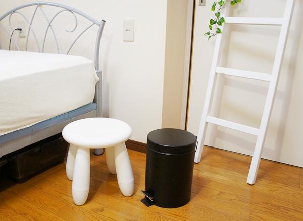 寝室イメージ ホワイト系 スツール ラダー
