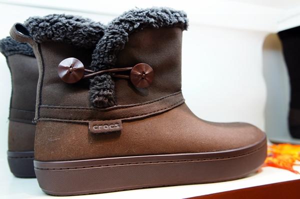 クロックス modessa synthetic suede shorty boot w(モデッサ シンセティック スエード ショーティ ブーツ ウィメン)