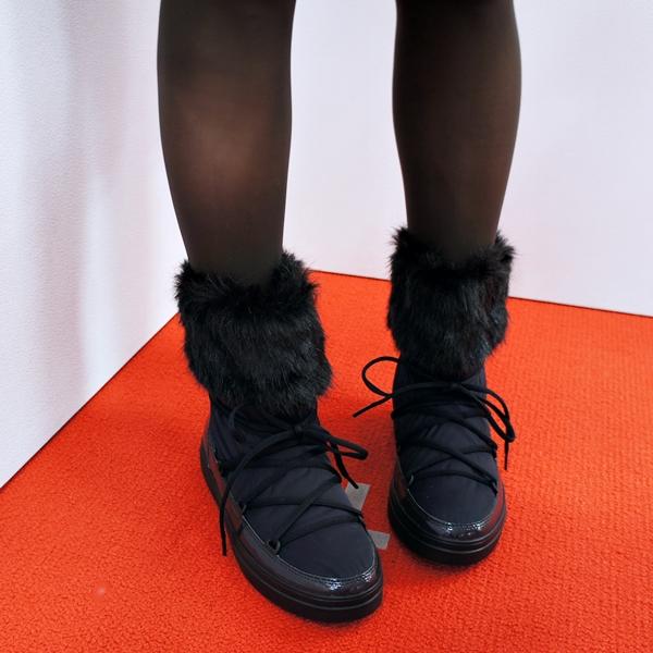 クロックス Women's LodgePoint Lace Boot ロッジポイント レース ブーツ ウィメン